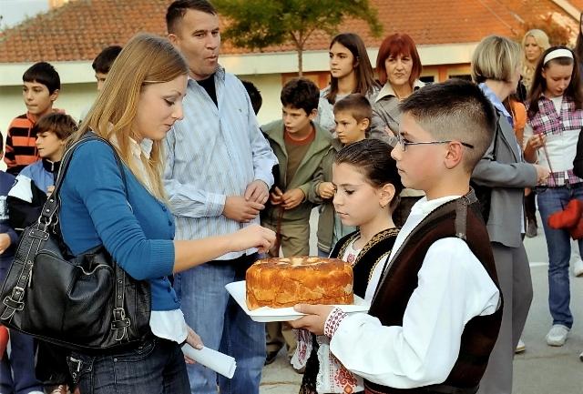 """Деци Космета са осмехом, заједно у школским клупама"""" Суботица 2008"""