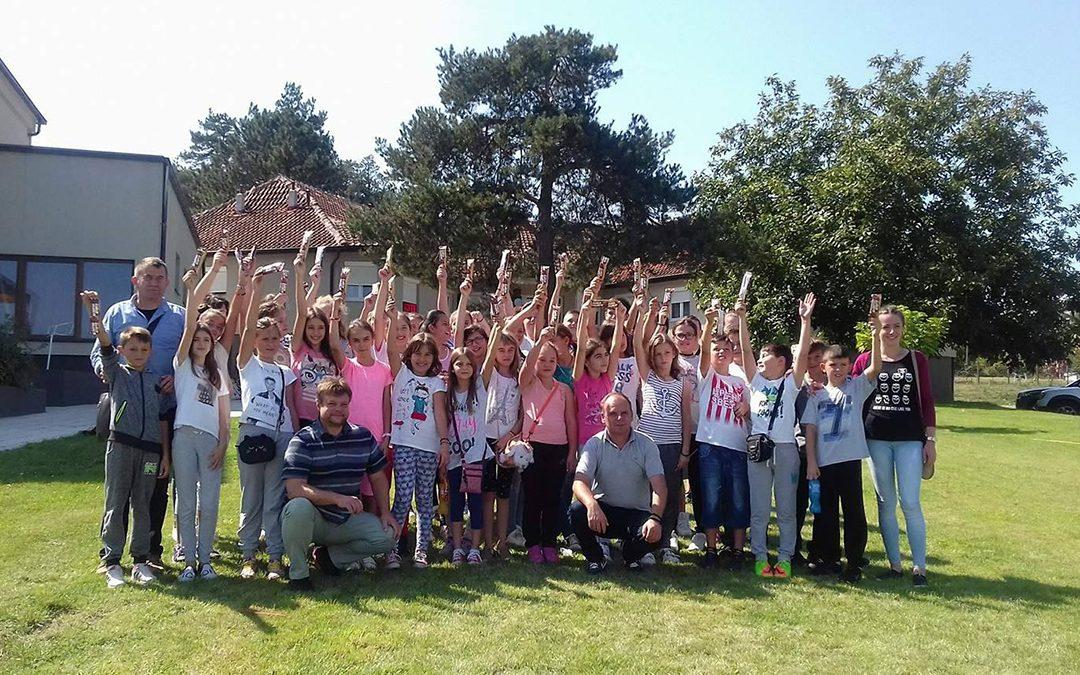 Деци Космета са осмехом, заједно у школским клупама Суботица 2017