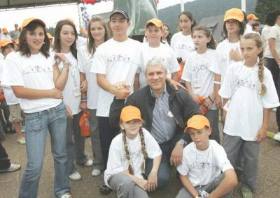 tara2006_predsedniktadicsgrupomdece_26jan09_resize