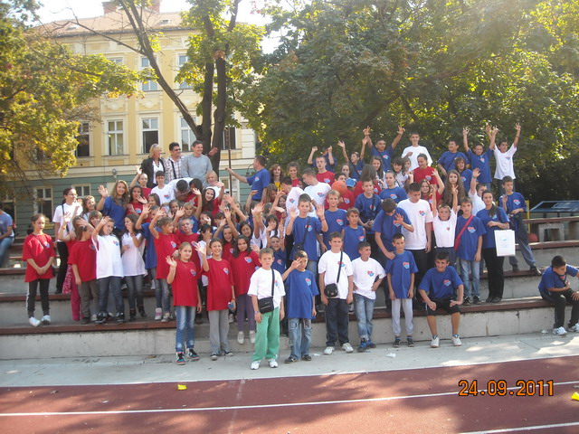 """Деци Космета са осмехом, заједно у школским клупама"""" Суботица, 2011"""