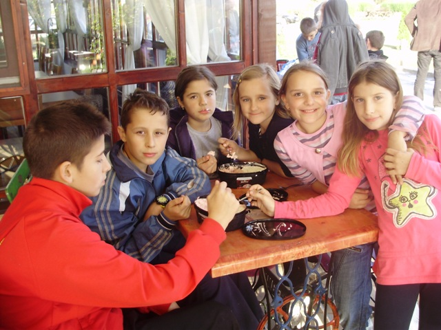 """Деци Космета са осмехом, заједно у школским клупама"""" Суботица 2010"""